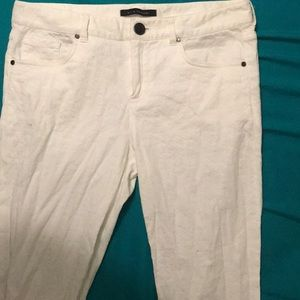 White detailed pants